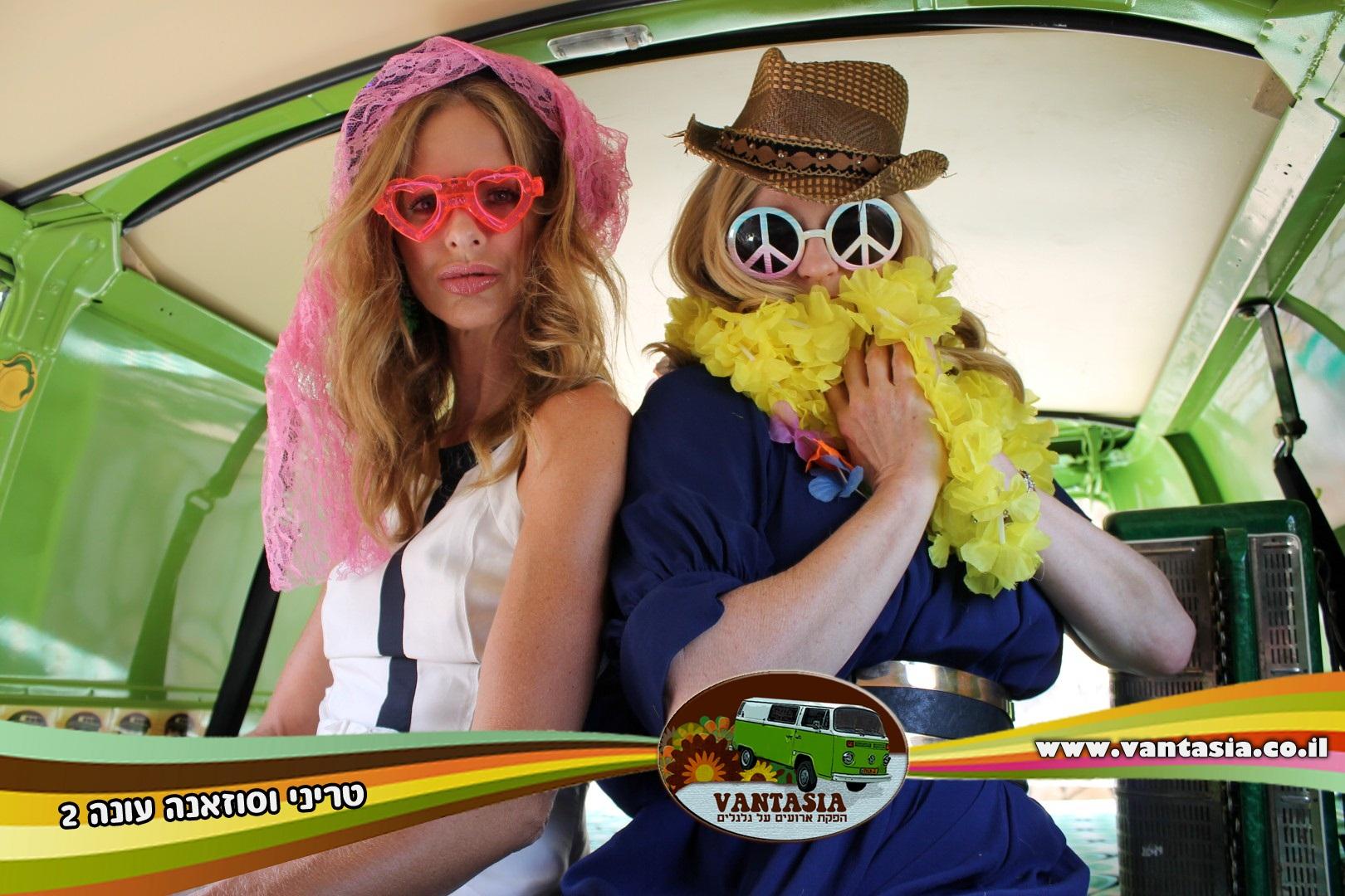 טריני וסוזאנה בתא צילום  6